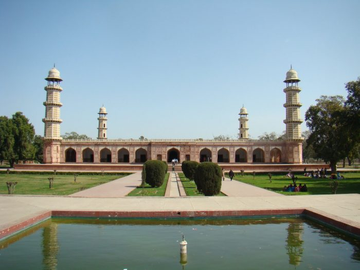 Tomb of Jahangir places to visit in Pakistan