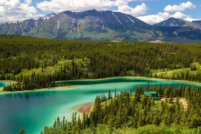 Visit the Natural Wonders near Toronto with Cheap Flights